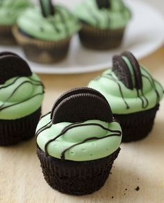 Mint Chocolate Oreo Cupcakes - omg they are the most amazing thing in the entire world!!! i made them for a friend's birthday and everyone loooooveeedddd them!! and surprisingly -- THEY'RE VEGAN!