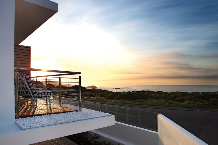 One Marine Drive Boutique Hotel in Hermanus offers a romantic hide-away with sensational ocean views and intimate detail. #relax #unwind #honeymoon #love #couples