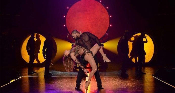Jennifer López muestra su trasero durante espectáculo en Las Vegas al romperse su traje