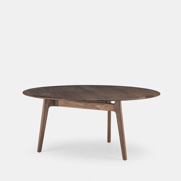"""Solo round table van Neri & Hu. Een houten tafel die puur is in vorm en materiaalgebruik. Medium: Dia 51.2"""" x H 28.75""""  Large: Dia 65"""" x H 28.75""""  Prijs: 4220,-"""