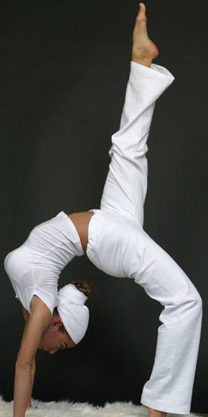 The Yogini Wore White: Interesting little article about Kundalini Yoga and its association with white clothing.