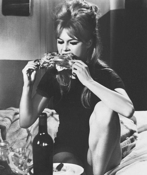 Brigitte Bardot in 'In Freiheit Dressiert'