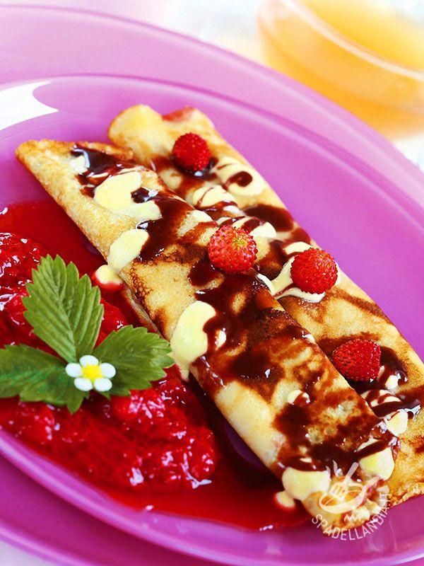 Crepes with strawberries with zabaglione cream - Le Crepes alle fragoline con zabaione alla panna sono un dessert veramente gustoso. Dal successo assicurato, potrete servirle anche per una festicciola!
