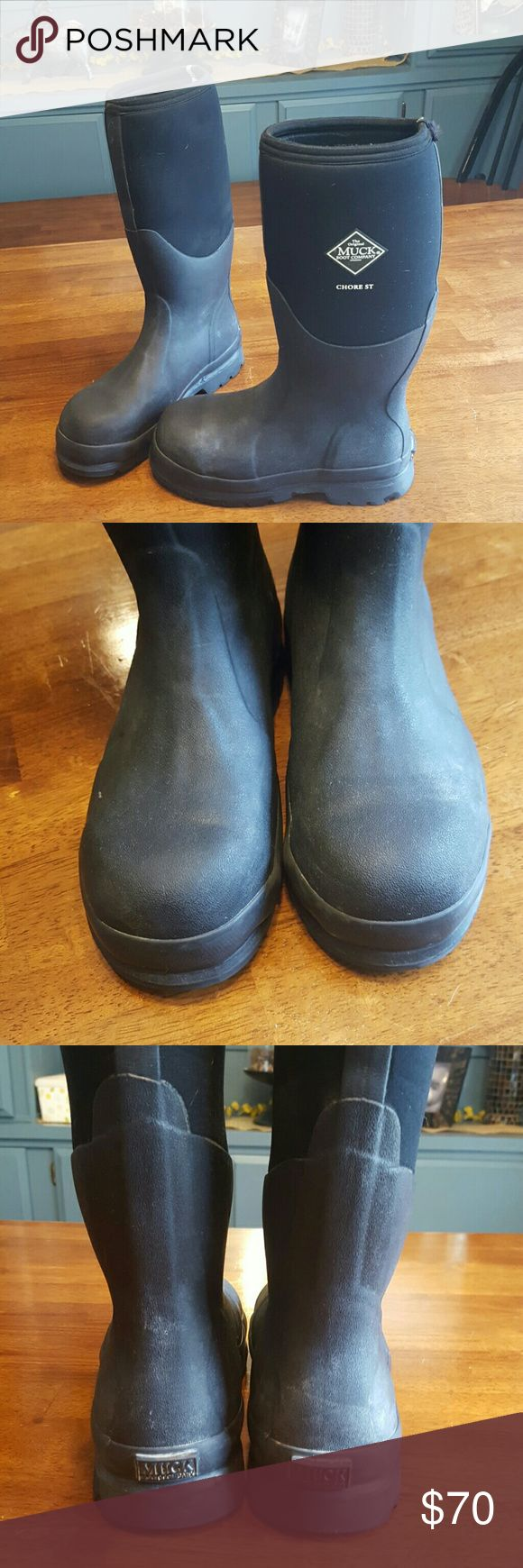 Muck Boots Steel toe Muck Boots. This is your go-to work boot. They'll never let you  down. Only worn for 1 muddy/rainy/snowy season in gas/oil industry. Excellent condition. Women's US size 6/6.5. Men's US size 5/5.5. Big kids size 4/4.5. The Original Muck Boot Company Shoes Rain & Snow Boots