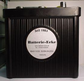 http://www.shop.ecke-batterien.de/Starterbatterie-6V/84AhC20  Die 6V Starterbatterie im schwarzen Hartgummiegehäuse mit außen liegenden Zellenverbindern und bitumenvergossenen Zellendeckeln in Deutschland hergestellt. Ein Muß für jeden Oldtimer Fan !