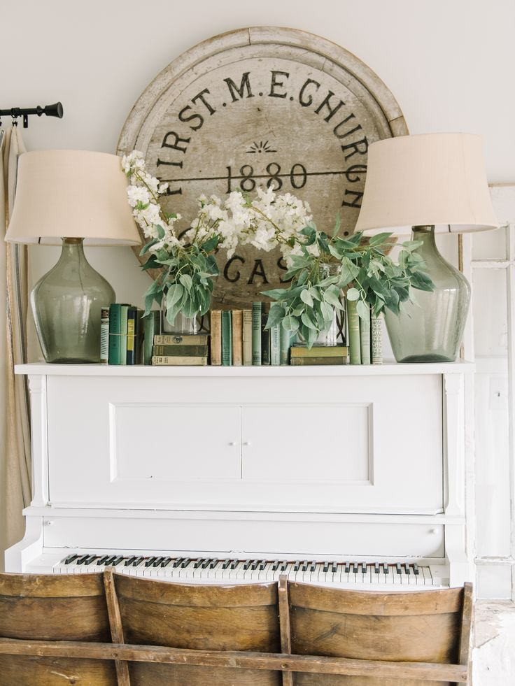 Spring On The Piano | Farmhouse style living room & spring decor. Also great advice on how to paint a piano!