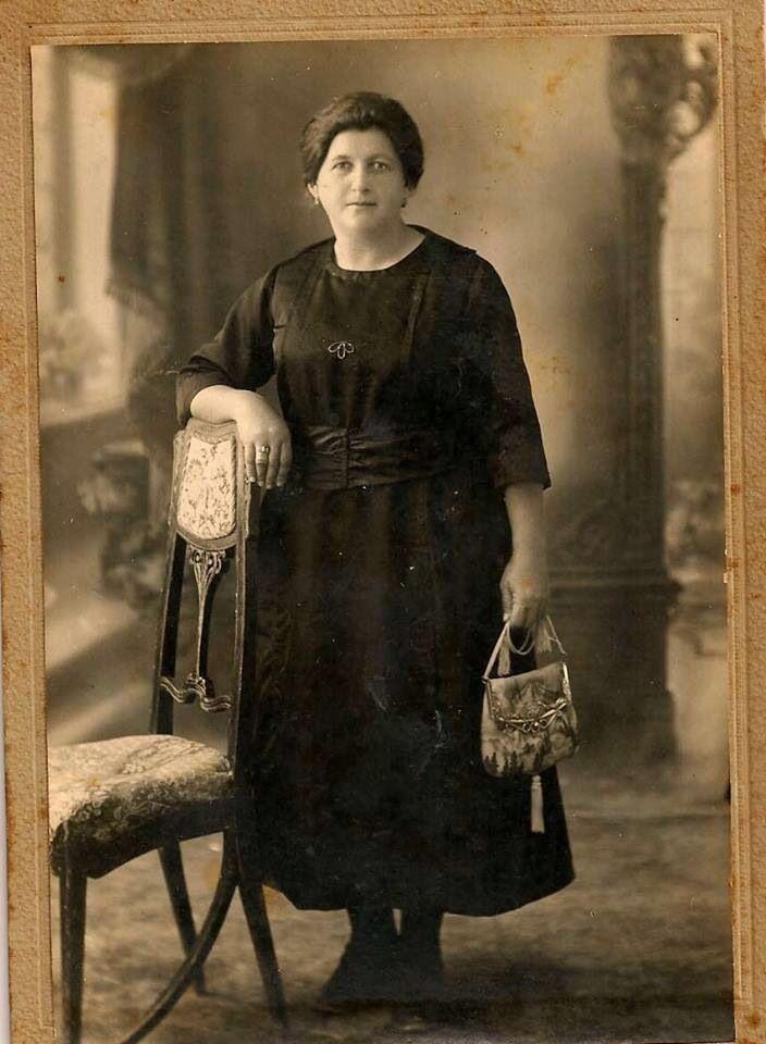 سيدة فلسطينية (بديعة خوري)، صفد، فلسطين ١٩٣٢ Palestinian woman (Badei'a Khoury), Safad, Palestine 1932 Mujer palestina (Badei'a Khoury), Safed, Palestina 1932