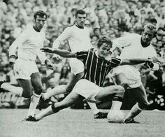 Crystal Palace 2 Man Utd 2 in Aug 1969 at Selhurst Park. Steve Kember and Denis Law go for the ball on the opening day of the season #Div1