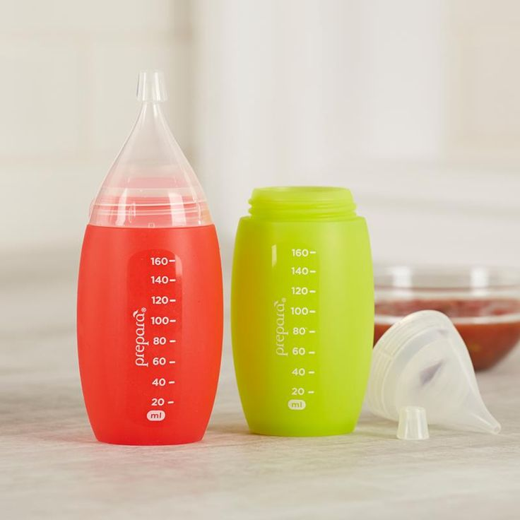 This silicone squeeze bottle is designed for decorating cupcakes, dispensing condiments, drizzling on dressings, sauces and injecting fillings.