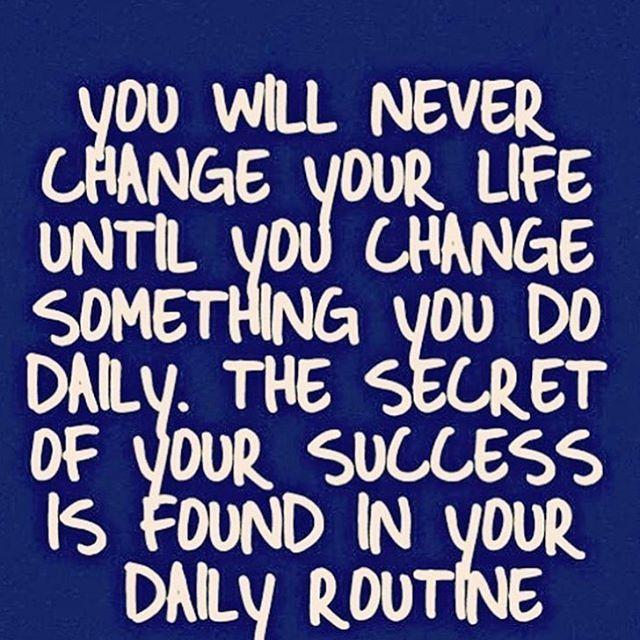 """""""Pequenas mudanças, todos os dias, levam a grandes resultados. Alterando a nossa rotina diária, mudamos a nossa vida e o começo pode e deve ser pequeno. O que queres atingir? Que primeiro pequeno passo podes dar já hoje? Que simples alteração na tua rotina podes implementar? Consistência e persistência são a chave do sucesso, e para manter as mudanças, convém que elas sejam o mais fáceis e naturais de se realizarem numa base diária! 💙Se tem que se forçar e basear na motivação, no Espírito…"""