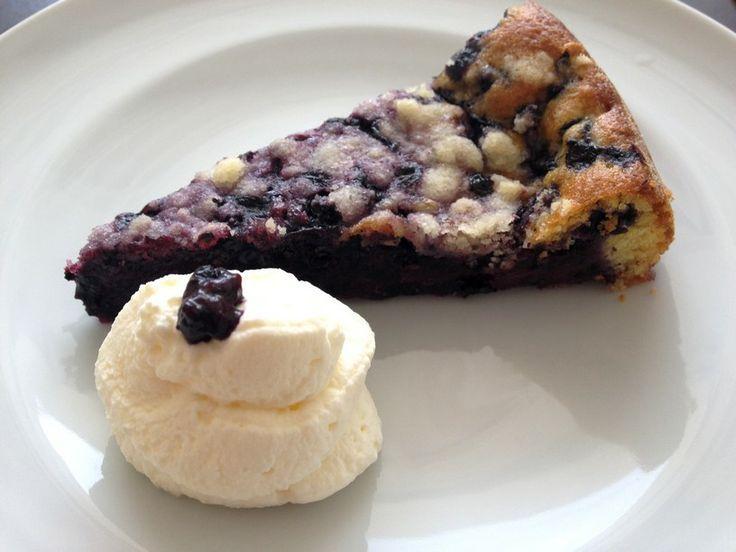 Borůvkový koláč - Blueberry cake http://www.senzarecepty.cz/recept/moucniky/1122-boruvkovy-kolac/