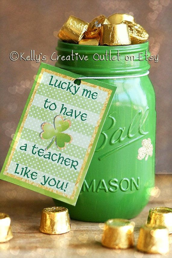 Teacher Gift - St. Patricks Day - Office Decor - Mason Jar Decor - St. Patricks Day Decor - Pencil Holder - Gifts For Teachers  St. Patricks Day - Office Decor - Mason Jar Decor - Painted Mason Jar - St. Patricks Day Decor - Mason Jar - Table Centerpiece - Shamrock  The absolute perfect Valentine gift for your childs Teacher. Our teachers do so much for our children and if you love your childs teacher, please dont forget him or her this Valentines day. This listing is for ONE pint sized jar…