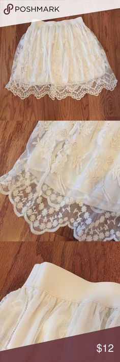 Cream Lace Skirt Cream Lace Skirt with scalloped hem, elastic waistband, worn once Forever 21 Skirts Mini