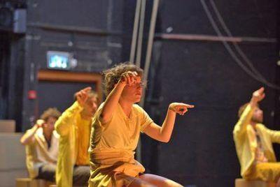"""CAGLI (PU) – Venerdì 21 ottobre il Teatro Comunale di Cagli ospita una delle compagnie di danza più interessanti dei nostri tempi, la """"Liat Dror & Nir Ben Gal Dance Company"""" da Israele, con uno spettacolo di danza pienamente immerso nella nostra contemporaneità: """"Rana Plaza"""". Il Rana Plaza di Savar in Bangladesh era un grande …"""