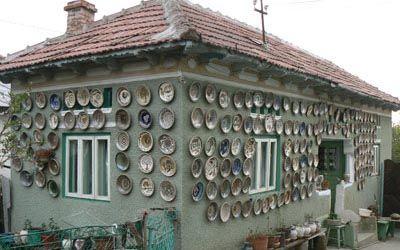 Horezu pottery on Romanian house