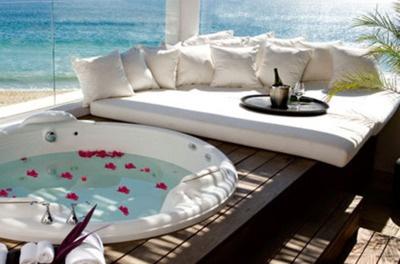 beach front bath tub.
