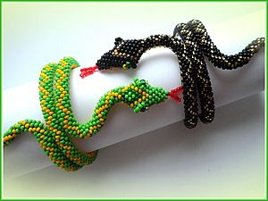 6 around bead crochet free pattern for body and how to attach head - needs translation