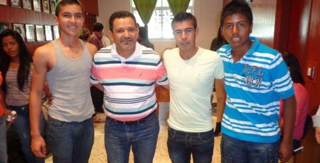 Apoya Gobierno de Tabárez a promesas del futbol profesional
