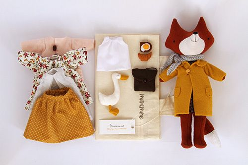 Midi fox Sissil  bout 25cm (9.8inches) tall, needs assistance with standing up on her own, but can sit and move her little arms and legs. Comes with 3 dresses, 2 skirts and a blouse, 3 felt coats, knitted scarf, felt cross body bag, croissant, sandwich and mini friend goose Mister. This set includes small canvas carry bag that fits all of these little things