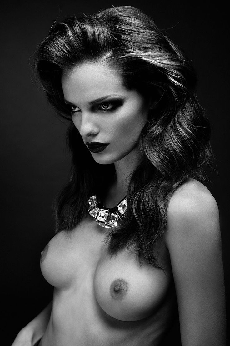 Celebrities Uncensored : Photo