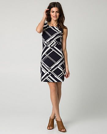 The geometric lines are crossing the dress which makes it looks casual and interesting.