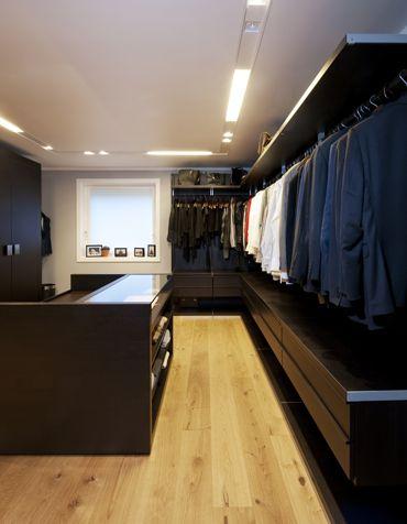 Spacious and elegant walkin closet. Interior architecture | Ramsoskar