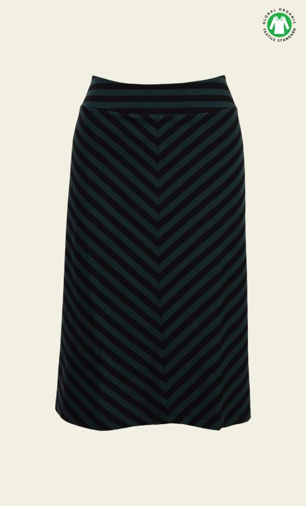 Een hele fijne rok van organic cotton.In de winter goed te dragen met een panty maar ook heerlijk zonder panty in het voorjaar.De rok loopt ligt uit en heeft een brede tailleband.Door het schuine streeppatroon is deze rok net even anders dan anders!