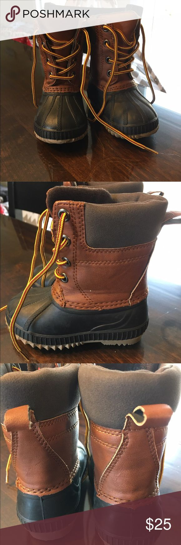 Gap Kids Duck Boots NWOT never worn size 5T/6T Gap Kids Duck Boots NWOT never worn ! Size 5T/6T Smoke free home GAP Shoes Boots