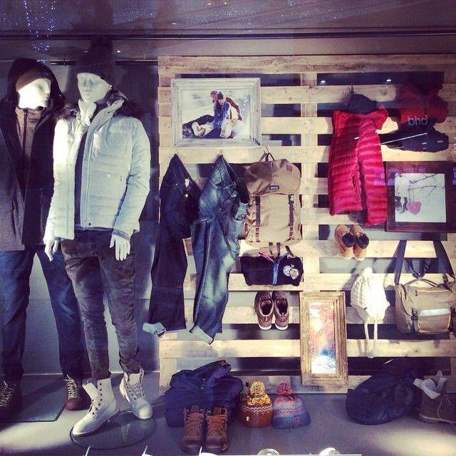 Vetrina Outdoor Universo Sport Firenze - I Gigli; winter collection @thenorthface @salewateam @columbia1938 @Carhartt @converse
