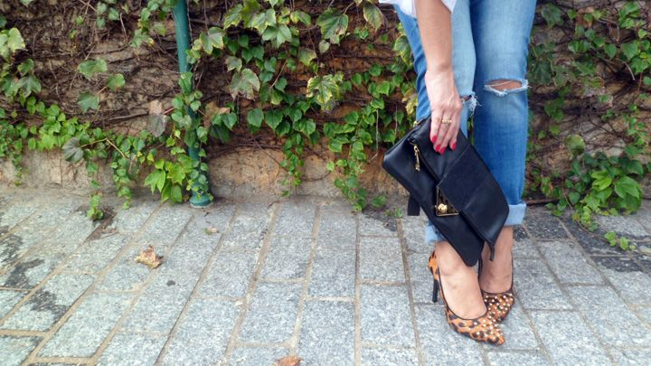 Look Casual – Jeans Destroyed e Camisa Branca