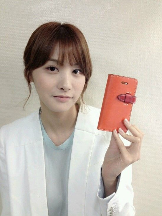 Yoo In-young posing with Custom Republic's leather Iphone case/wallet showing us love. You go girl~