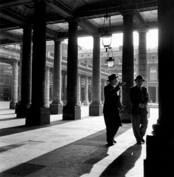 Atelier Robert Doisneau | Site officiel // Palais Royal, juin 1950.