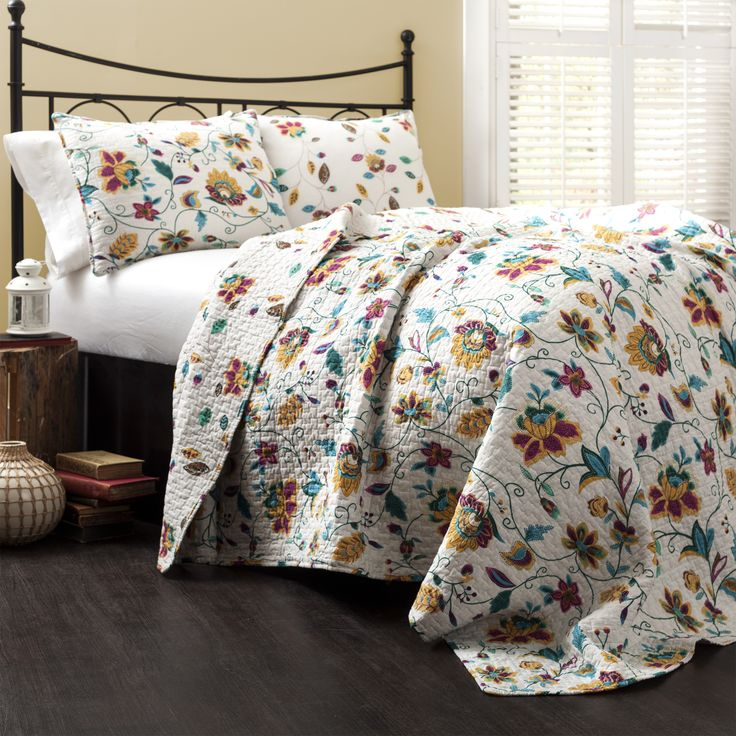 picturesque better homes and gardens quilts. With a bright floral pattern that stands out on white background  this quilt reverses 132 best Bedding images Pinterest Bedroom decor