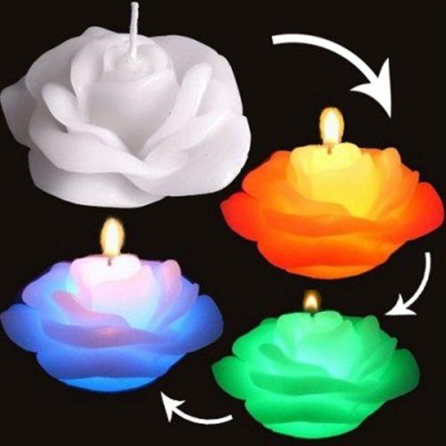 Cette bougie en forme de rose cache un secret. Allumez-la comme une bougie ordinaire et, incroyable, elle s'illumine de l'intérieur et changer de couleur tout en douceur grâce à son système LED intégré !  Elle est le mariage parfait d'une vraie bougie en forme de rose et de la technologie LED !