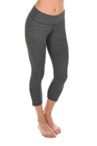 The side bottom zippers makes these capri's stand out!  https://www.elevateactivewear.ca/webstore/lotus-crop-legging/dp/20667