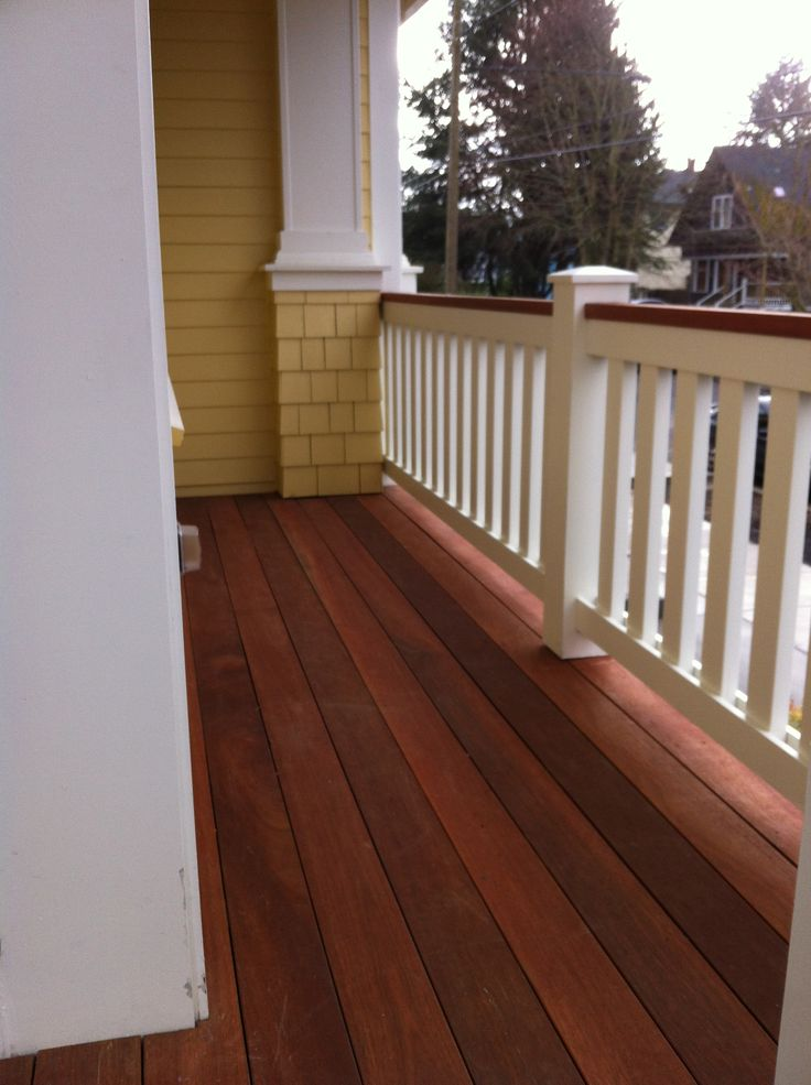 Best Mahogany Stained Decking And Cedar Painted Railing 400 x 300