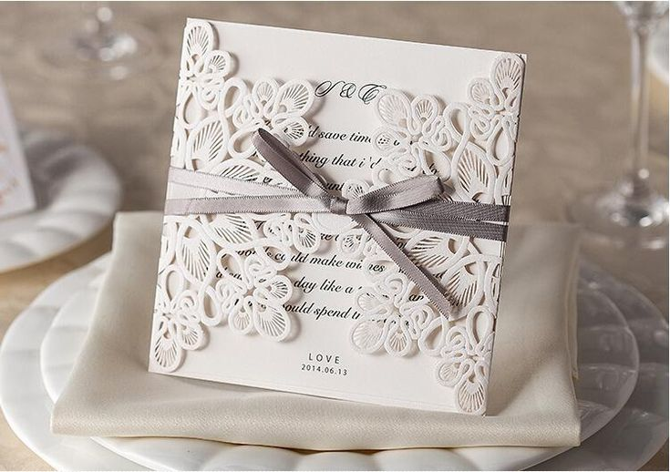 Debido a que el costo de una boda promedio va aumentando cada vez más, muchas parejas han optado por realizar ellos mismos sus invitaciones con un Programa para