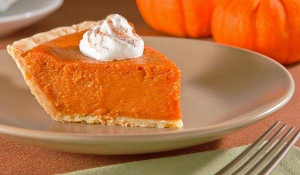 Lleva el sabor tradicional del otoño a tu mesa con un delicioso pay de calabaza.