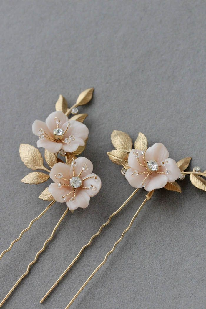 We are loving these blush floral hair pins featuring soft golden tones. The Coco pins are the perfect floral accents when a subtle feminine touch is all you need to finish tousled hair.