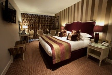 Couples Spa Break Oxford-Escape to Oxfordshire with this luxury spa break for couples at The Oxfordshire Golf, Hotel and Spa.  This fantastic hotel is in the Chilterns and offers some of England's most beautiful countryside along with a superb golf course. This luxury hotel is just 45 minutes from London and makes the perfect spa break for couples. http://www.ineedpampering.com/short-breaks/boutique-hotel-breaks/couples-spa-break-oxford-2.html
