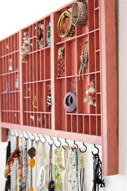 Brug en sættekasse til smykke opbevaring. Smart og nem løsning til at holde styr på smykkerne.