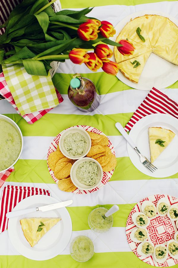PICNIC FOOD IDEAS - Keep to 4 Dishes. Never bring more than 4 dishes to a picnic. Keep it simple and stick to those. If you want something extra just in case someone may still be hungry then pack a hunk of cheese or an extra loaf of crusty bread.