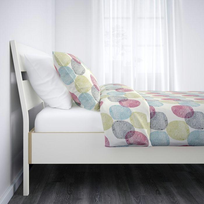 Holz breiter Einsatz auch im Schlafzimmer Bücherregal viele Farben - möbel hardeck schlafzimmer