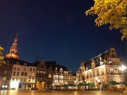 Vier het voorjaar in Berg en Dal. Ga heerlijk wandelen door de bijzondere omgeving, bezoek Nijmegen en pak een terrasje aan de Waalkade.