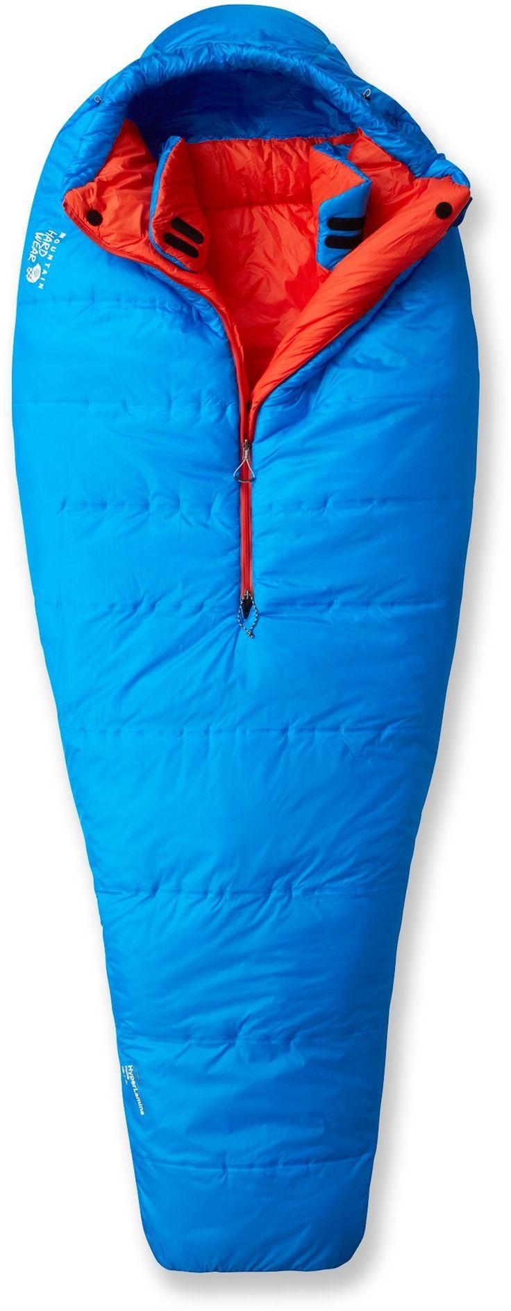 Mountain Hardwear HyperLamina Flame REGer en meget bra syntetisk sovepose med høy ytelse. Termisk kartlagt isolasjon og halv lengde glidelås i senter maksimerer effektiviteten.Konstruert for å være den letteste og varmeste syntetisk posen på markedet...