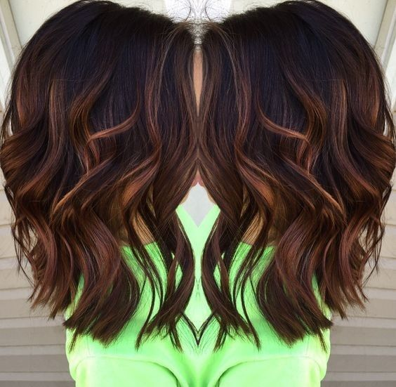 Blunt-Wavy-Medium-Hairstyles-for-Thick-Hair-2017-Caramel-balayage-highlights » New Medium Hairstyles
