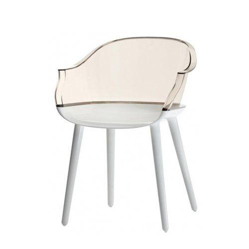 De design Cyborg stoel van Magis is een elegant ontwerp van de designer Marcel Wander. De kunststof stoel is prachtig denkbaar in een klassiek interieur of maak een gewaagde combinatie door stijlen te combineren! Het zitcomfort is grandioos!