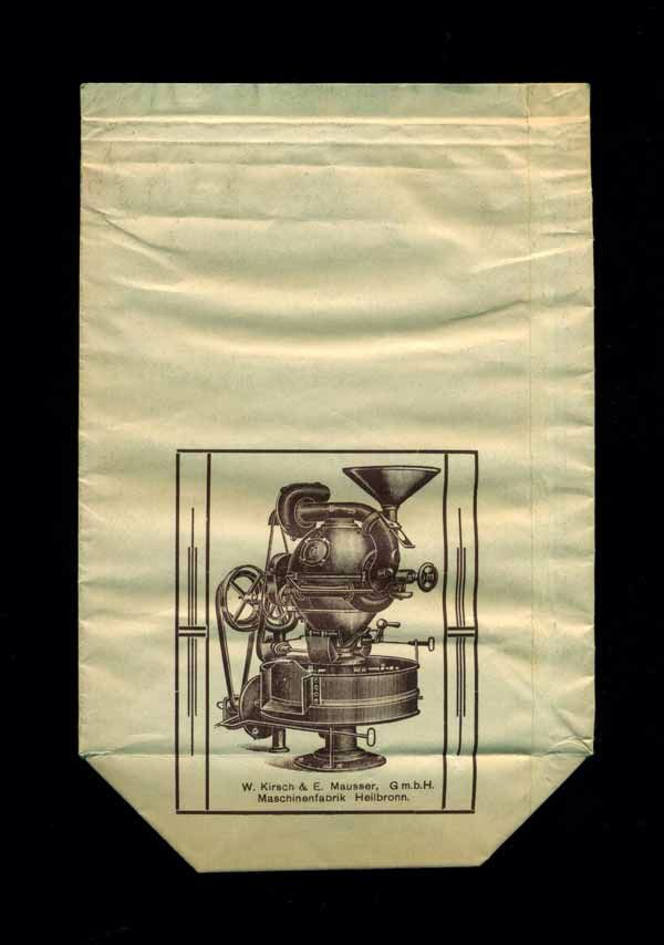 """Oskar Thomas """"Kaffee-Großrösterei"""", Chemnitz - der Kaffeebeutel (Rückseite) zeigt einen Kugel- / Kaffeeröster von W. Kirsch u. E. Mausser Gmbh, Heilbronn - Maschinenfabrik (1/2)"""