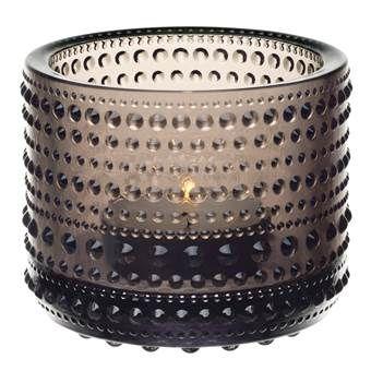 Het Kastehelmi sfeerlicht van iittala heeft een prachtig romantisch design door de ronde bellen in het geperste glas. Wanneer je een kaarsje in de houder brandt, verschijnt er een schitterende reflectie die zorgt voor een warme sfeer!