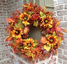 Many tutorials for making fresh and dried DIY wreaths from natural elements. Lots of wreath ideas and inspiration!